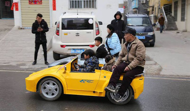 Unik Banget! Bocah Ini Naik Lamborghini Bikinan Kakek Untuk Berangkat Sekolah