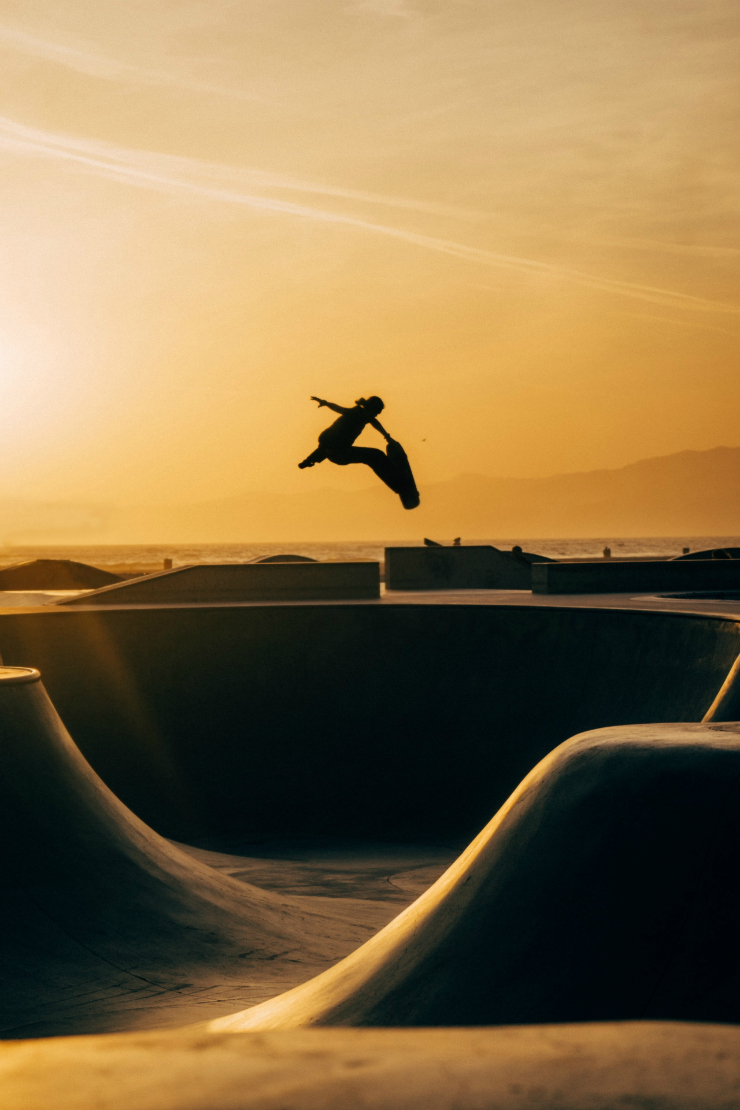 tumblr inspiration / skateboarding with a sunset