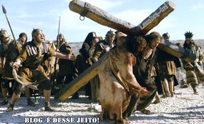 Imagens de JESUS sendo desprezado e humilhado na Cruz!