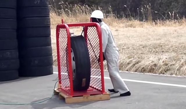 estourando um pneu com pressão acima do limite