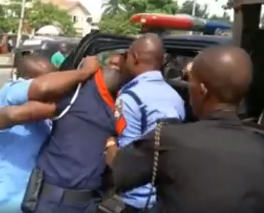 Policemen Disgrace Civil Defence Officer, Bundle Him Into Van