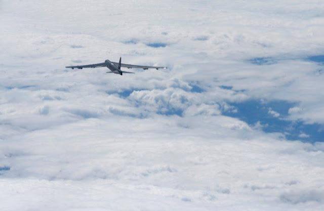 Máy bay B-52