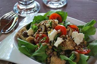 salata-me-fakes-mesogeiaki.jpg