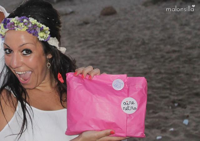 Novia con regalo de boda de Aire Retro