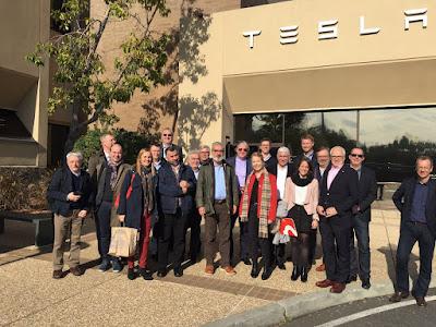 Tesla: conducció autònoma i cotxe compartit