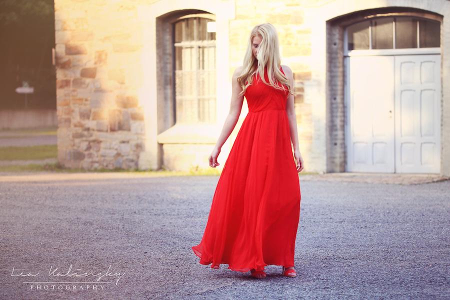 Shooting mit rotem Kleid