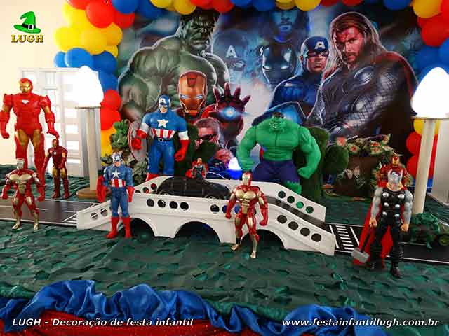 Mesa temática Os Vingadores - Festa infantil