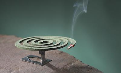 """Προσοχή! Ο καπνός από ένα """"φιδάκι"""" για κουνούπια είναι τοξικός όσο 100 τσιγάρα!"""