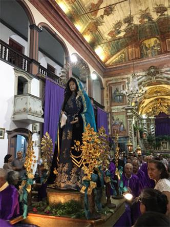 Procissão do encontro emociona fiéis em Santa Luzia