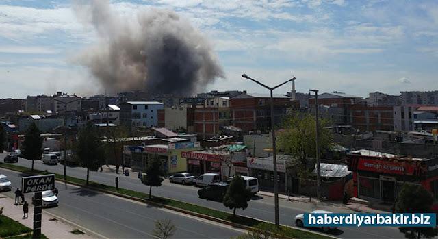 DİYARBAKIR-Diyarbakır'ın Merkez Bağlar ilçesindeki Çevik Kuvvet Şube Müdürlüğü ve Polis Okulu civarında çok şiddetli bir patlama meydana geldiği belirtildi. Patlamada yaralıların olduğu bildirildi.