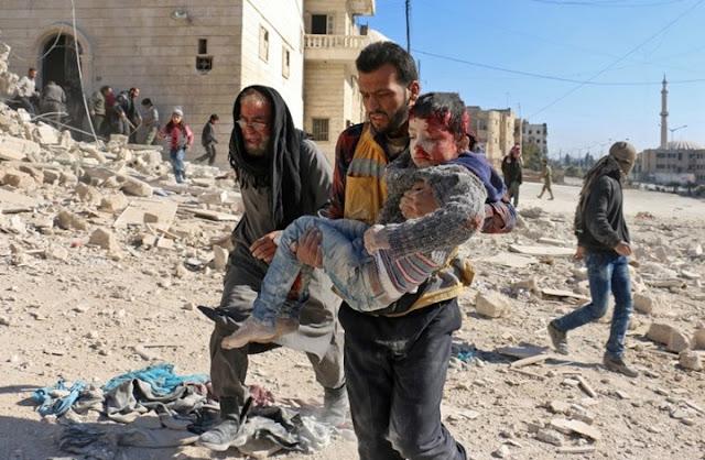 """قتلى في غارات جوية و""""تنظيم الدولة"""" يرسل مقاتلين من العراق للرقة"""