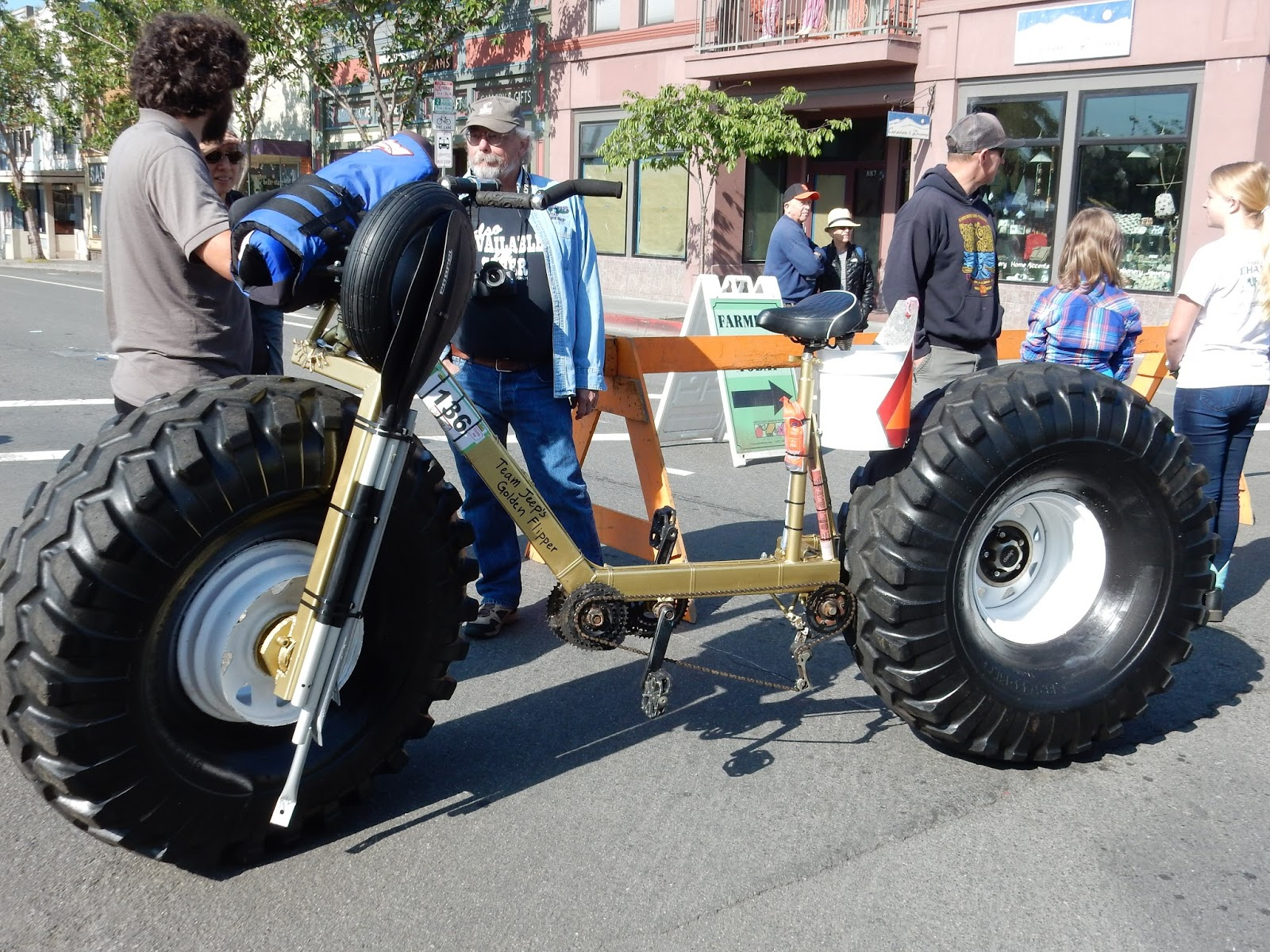 Bge journeys kinetic parade for Big tractor tires for free