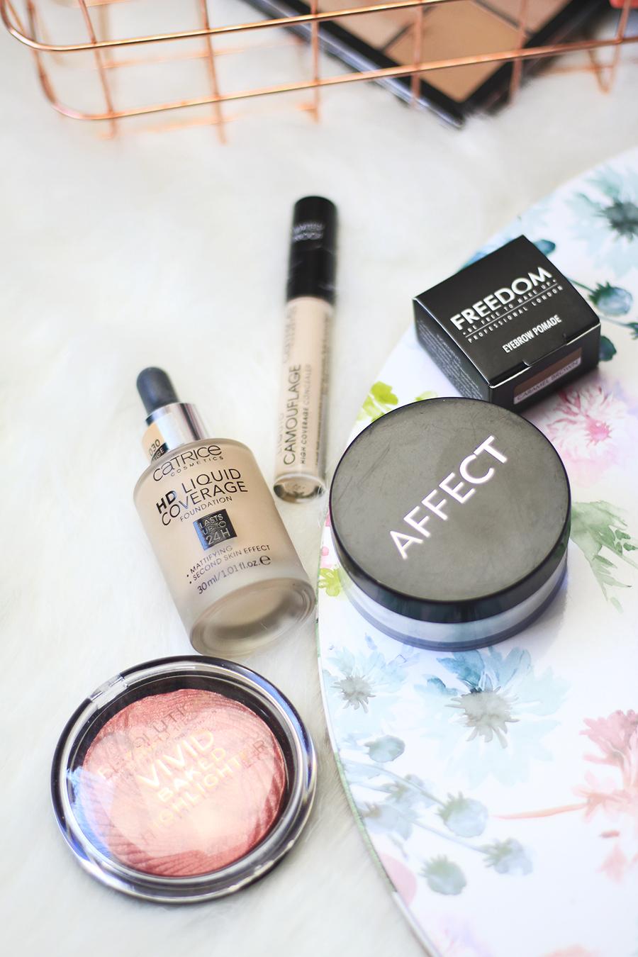 Letni niezbędnik makijażowy