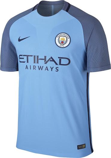 fa95d25bc1130 cielo azul - cielo azul - blanco  la combinación única de la camisetas de  futbol Manchester City 2017 con las mangas de compensación en azul marino y  azul ...
