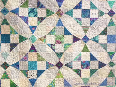 'Curves not Curves' quilt made by Mairi