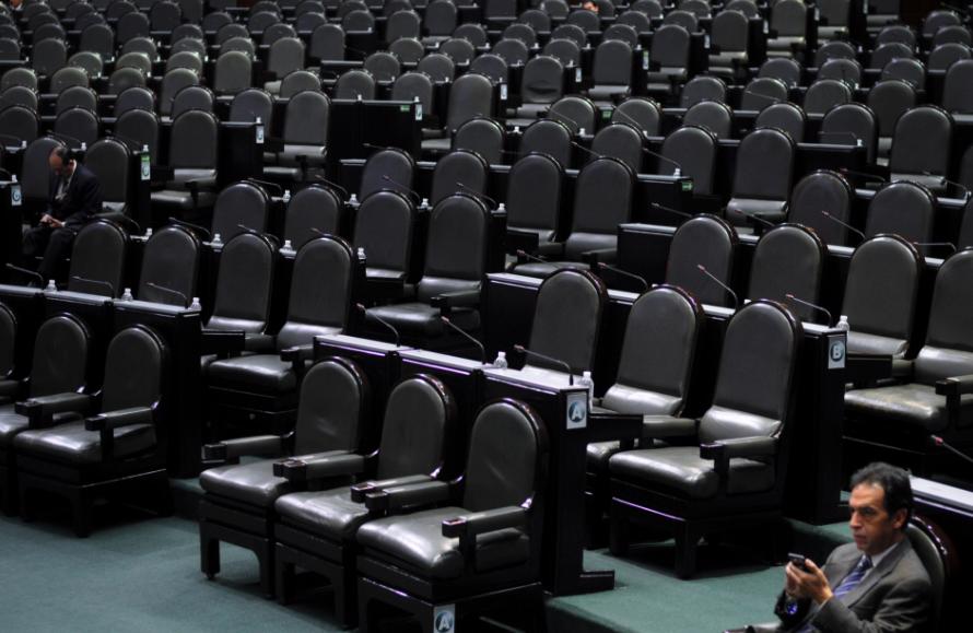 Legisladores ya no van a Cámara de Diputados, pero siguen cobrando dieta y bonos.