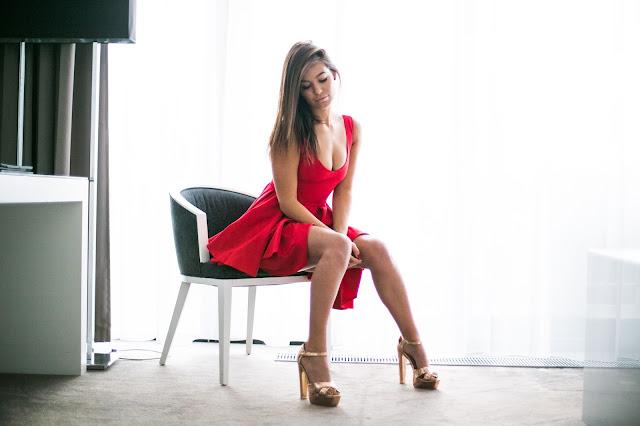 Dwie stylizacje z wykorzystaniem sukienek / Chabrowy VS Czerwień  - Czytaj więcej