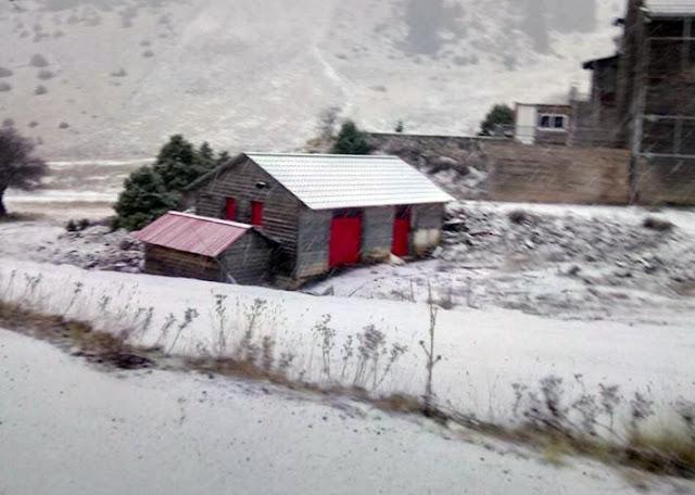 Χιονίζει στο Μαίναλο