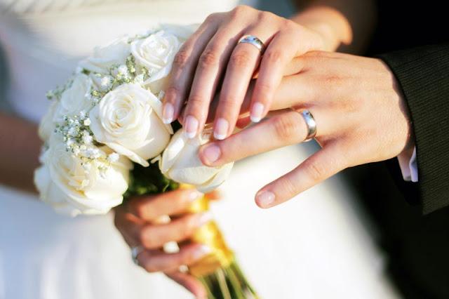 """شاب عشريني يتزوج بإمرأة تكبره بعشرين عاماً في دمشق والسبب """"الحب""""؟!"""