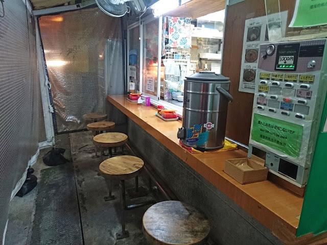 屋台そば駅前店 なかむら屋の店内の写真