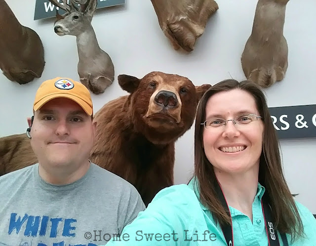 Wonders of Wildlife, Johnny Morris, Wildlife Galleries, Springfield MO, road trip, family trip, Bass Pro Shops, selfie with a bear
