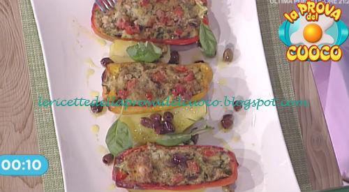 Prova del cuoco - Ingredienti e procedimento della ricetta Peperoni ripieni di tonno e olive di Marco Bottega