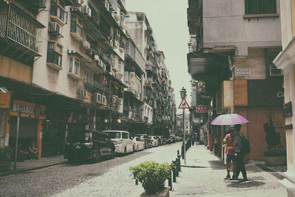 ヨーロッパらしさと中国らしいごちゃごちゃ感が入り交じるマカオの不思議な町並み