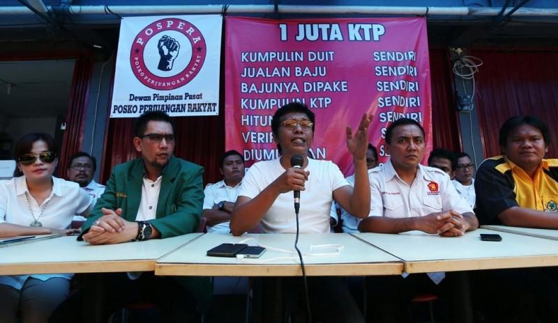 Ketua Dewan Pembina Pospera Adian Napitupulu (tengah)
