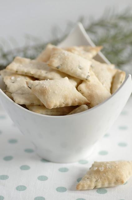 Schiacciatine croccanti al rosmarino e fiocchi di sale Maldon