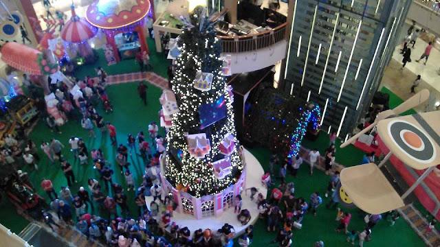 Merayakan Natal Sebelum 25 Desember? Jangan Dong! - Foto: Pohon Natal di Mal Kelapa Gading - Dok. Group Anak Sianatr (GAS) / Wartagas.com (2015)