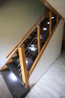 Treppenrenovierung mit indirekter Treppenbeleuchtung auf jeder 2. Stufe