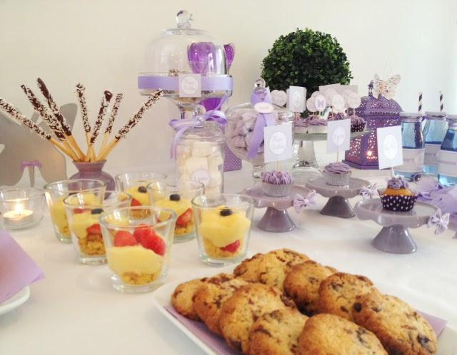 sweet table d'anniversaire avec verines et gateaux