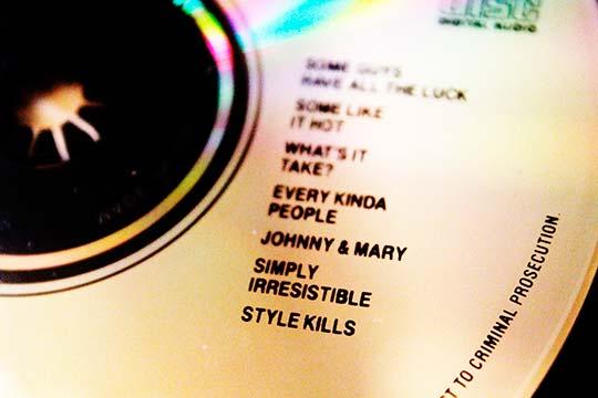"""Detalle del CD, """"Addictions"""" publicado en 1989, de la colección privada de Julián Franco, exibido en 4Works Studios."""
