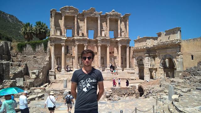 Harun İstenci Efes Antik Kenti Celcus Kütüphanesinde...
