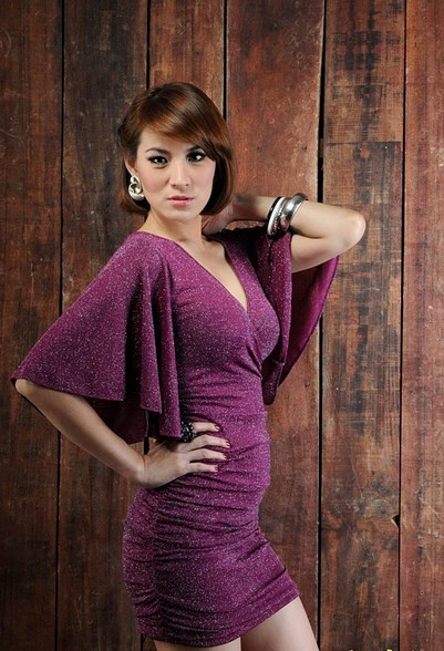 Foto Model-Model Cantik Indonesia Tercantik cantal Della Concetta Model Igo Cantik Terbaru Pose Menantang presenetr seksi