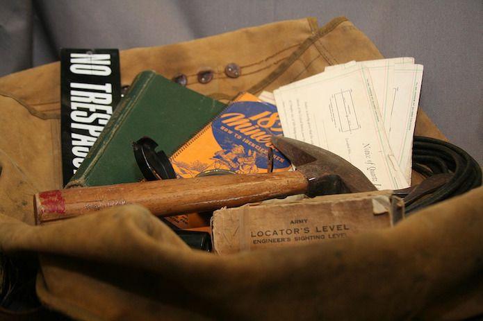 bolsa con elementos de viaje
