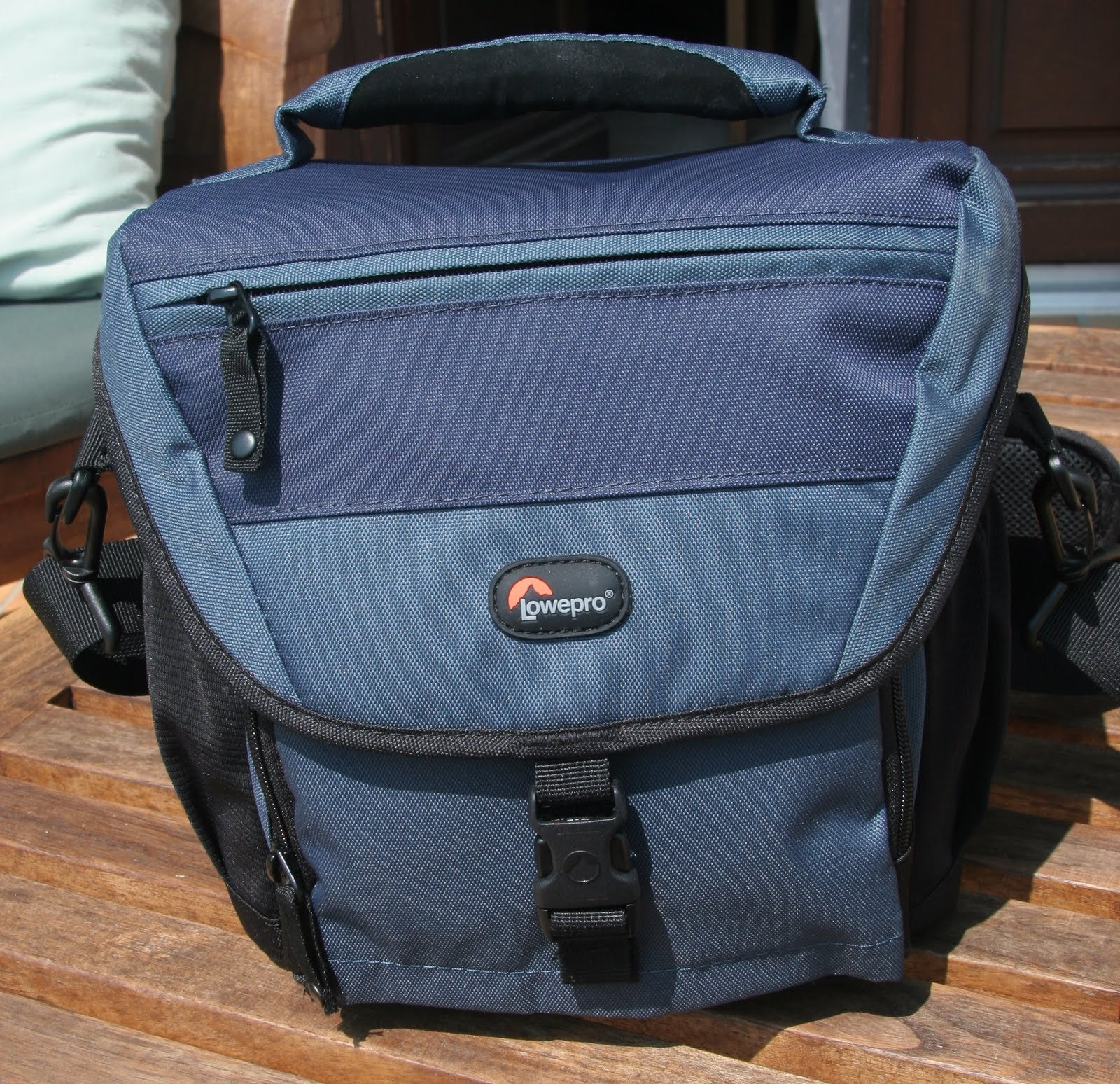 Bags Can You Ever Have Enough 2011 Lowepro Orion Aw The Bag Has A Main Compartment Plus Other Pockets And Additional Elasticated At Either End In Addition To Carry Handle There Is Decent