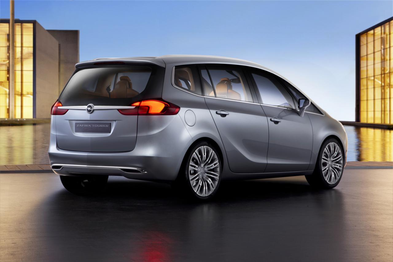 Opel Zafira Tourer - büyük bir aile için iyi bir araba