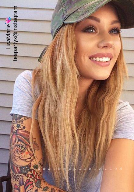 vemos a la modelo de instagram Lisa Marie con tatuajes femeninos