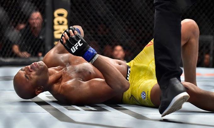Anderson Silva sente lesão, perde para Cannonier e sai chorando do UFC 237