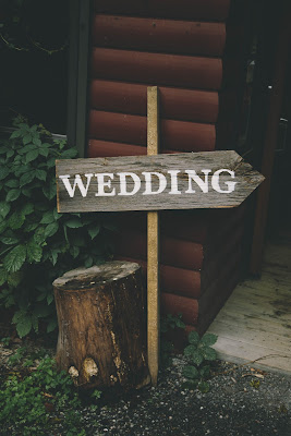 Cartel indicador de boda