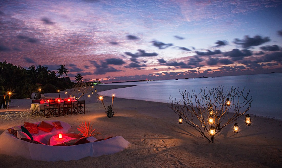 BEACH DINING AT NIYAMA
