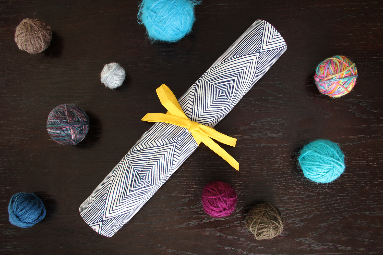 Rolled Needle Case: Never lose a pair of knitting needles again! Keep your craft supplies in order by sewing a knitting needle case