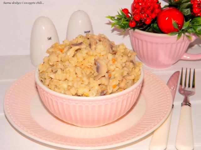 Kasza pęczak  jęczmienna kujawska z pieczarkami i cebulką.
