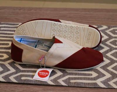 Sepatu Wakai Women Cream Maroon
