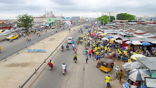 The traffic in Cotonou is intense