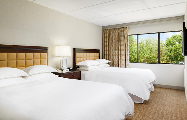 Sheraton Suites Orlando Airport, located just one mile from Orlando International Airport, offers quick and convenient access anywhere in Orlando.