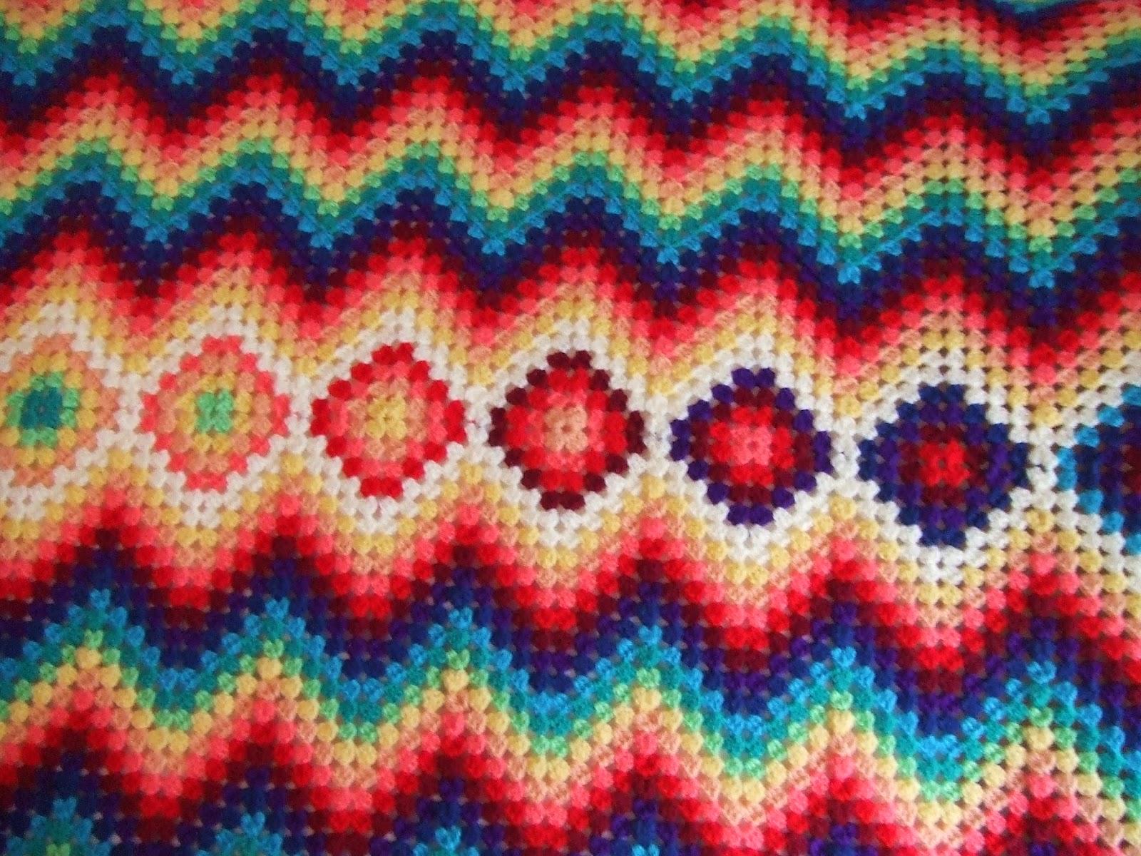 My world of crochet: Die Tagesdecke mit Granny-Mitte ist fertig!!!