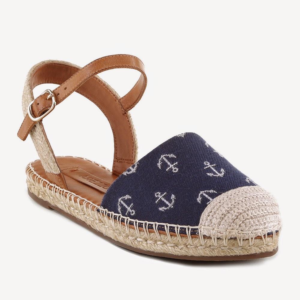4310c844b O charme fica por conta dos calçados da linha Náutica que levam brasões e  outros modelos em tecidos com estampas de âncora. As listras destacadas na  linha ...