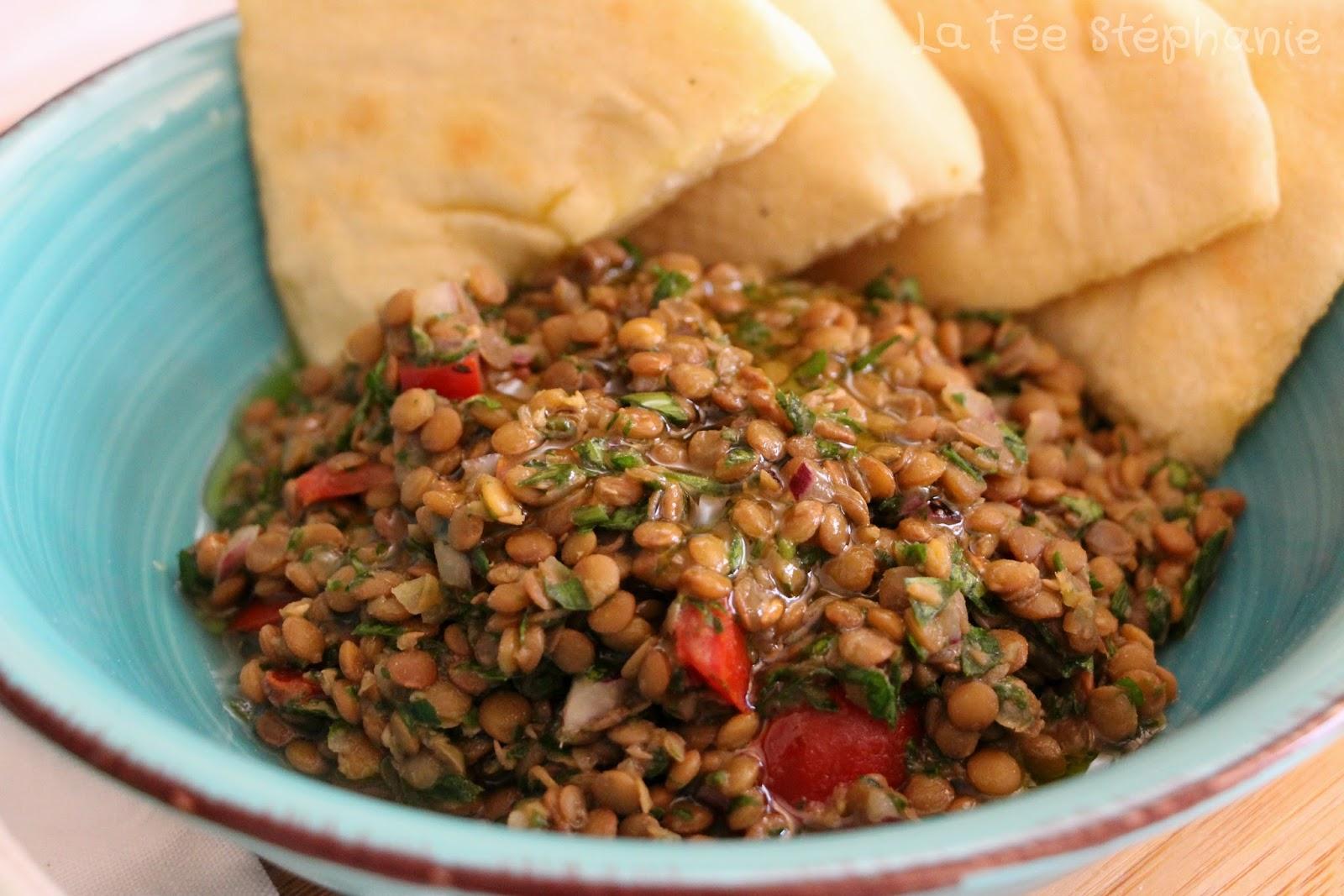 Taboul de lentilles et pain pita pain libanais fait - Recette comment cuisiner les lentilles ...